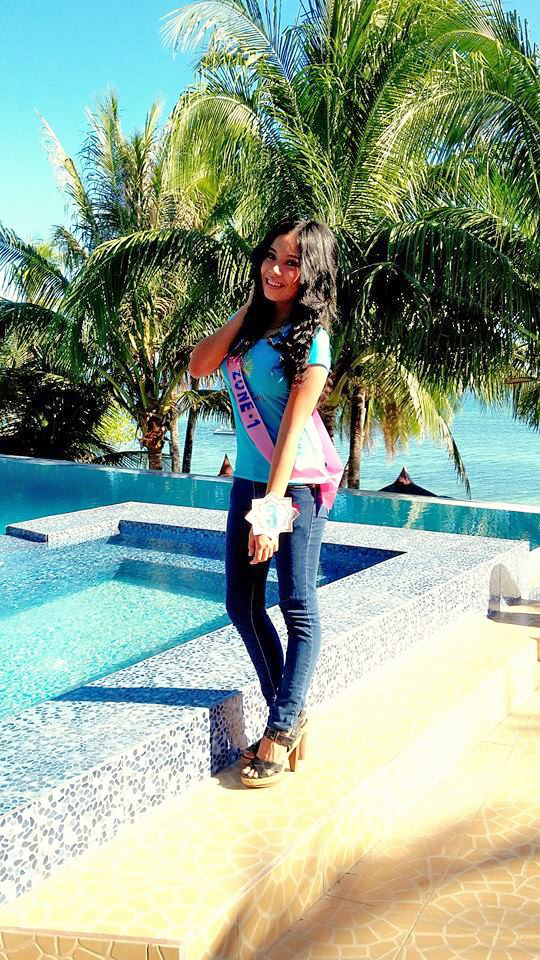 Brunette girl from Bohol with tight jeans and sandals at FloWer Beach for Miss Virgen 2015