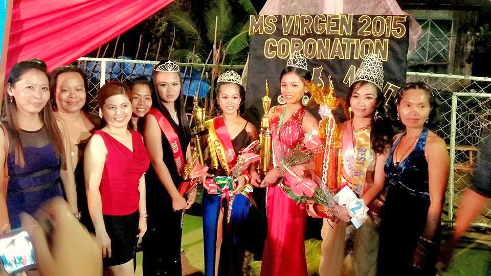 Winners of Miss Virgen 2015 with their families