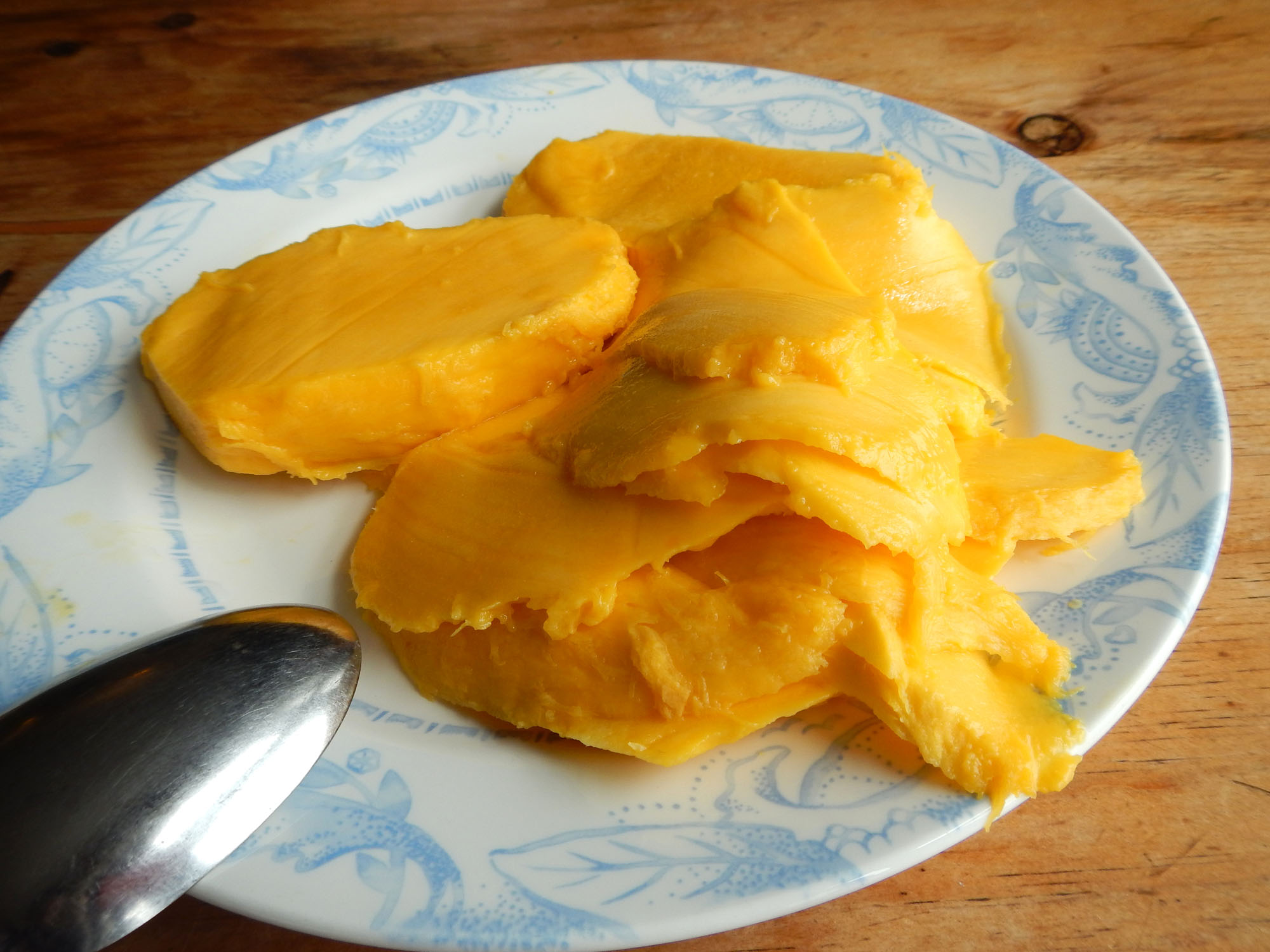 Sliced mango for mango float